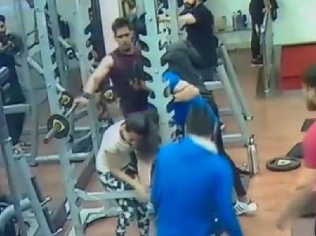 VIRAL VIDEO: इंदौर के जिम में वर्कआउट के दौरान युवती की पिटाई का वीडियो हुआ वायरल!